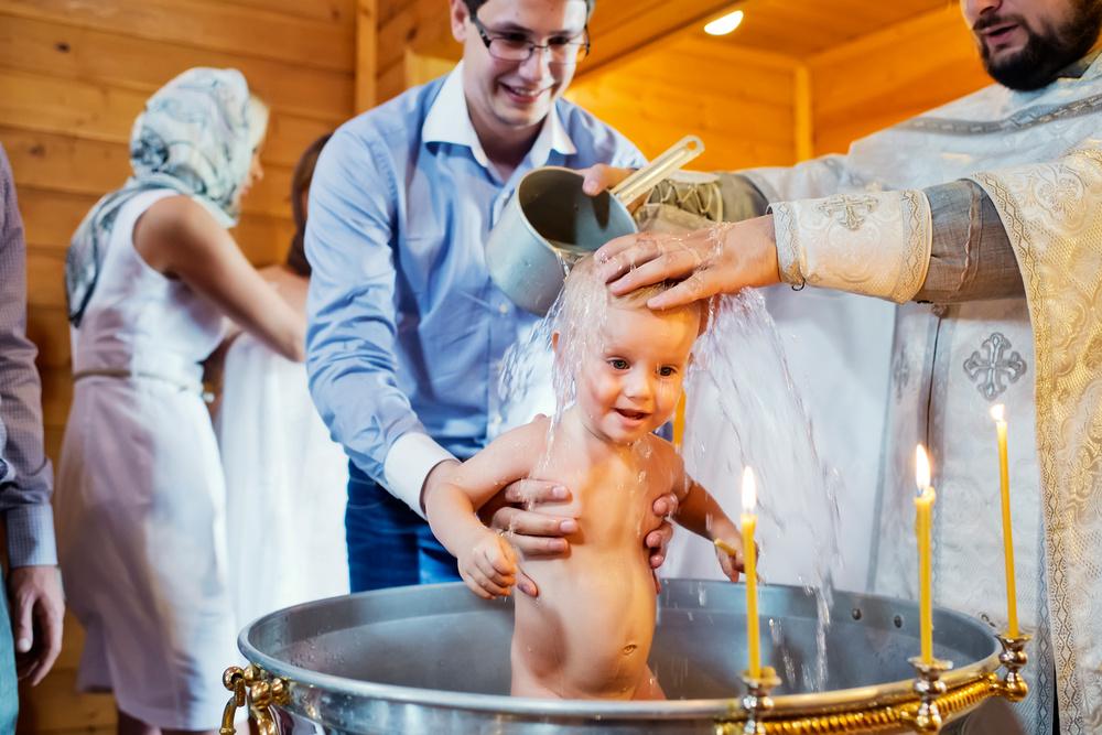 По прошествии сорока дней необходимо начать приготовления к обряду крещения и выбрать дату.